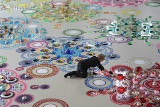 Tappeti scintillanti: 1000 gemme preziose per decorare il pavimento con opere d'arte