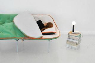 Camp Daybed: ecco il primo divano-sacco a pelo per chi non ha la forza di arrivare a letto