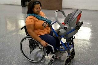 A 16 anni crea il primo passeggino per mamme disabili