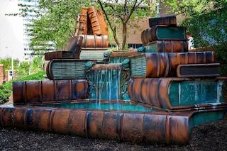 L'acqua sgorga dai libri: ecco l'incredibile fontana di Cincinnati