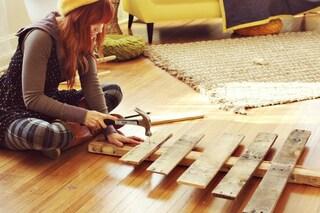 Come creare un albero di Natale con le pedane di legno