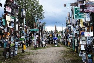 Canada: benvenuti nella foresta di segnali stradali più famosa del mondo