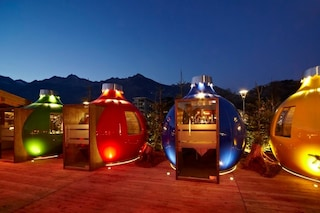 Mangiare in una palla di Natale: benvenuta magia delle Feste