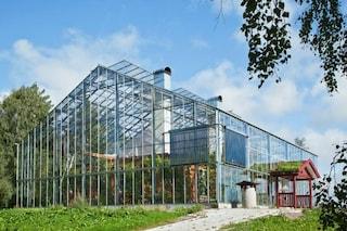 Addio bollette del riscaldamento: ecco la casa costruita sotto una serra