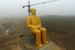 Cina fuori misura: ecco l'enorme statua dorata di Mao Zedong