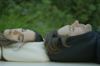 Hypnos: la prima felpa col cappuccio che si gonfia per dormire davvero ovunque