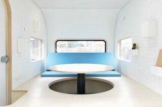 Trasformano il camper in una capsula giapponese per girare il mondo: ecco il risultato