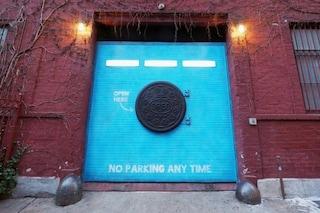 New York: ecco cosa si nasconde dietro la misteriosa porta Oreo