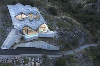 Spagna: questa casa ha gli occhi di un drago, la sua architettura è incredibile