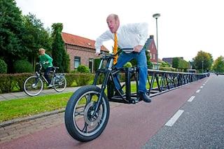 Misura oltre 35 metri di lunghezza: ecco la bicicletta più lunga del mondo