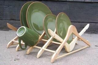 Di legno o di ferro, ecco come riciclare le grucce dei vestiti