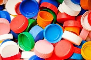 Come riciclare i tappi di plastica: 11 idee creative per riutilizzarli