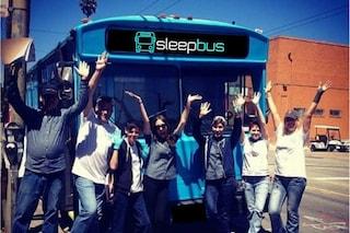 Sleepbus: in Australia i vecchi autobus diventano rifugi per senzatetto