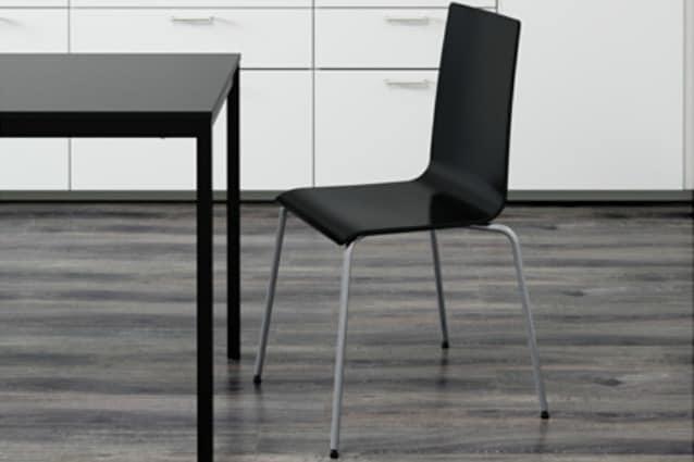 La sedia si rompe e IKEA rimborsa: la Martin è difettosa