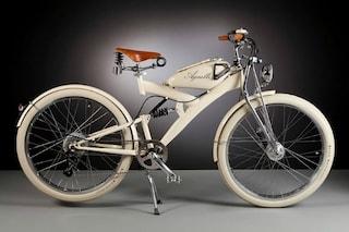 Ricicla pezzi di moto anni Cinquanta e realizza splendide bici elettriche