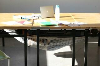Sonno a lavoro? Ecco la prima amaca da tavolo per tranquilli pisolini in ufficio