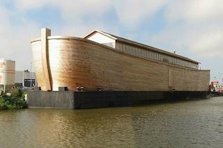 Costruisce l'Arca di Noè a grandezza reale: a bordo tutti gli animali, anche i dinosauri