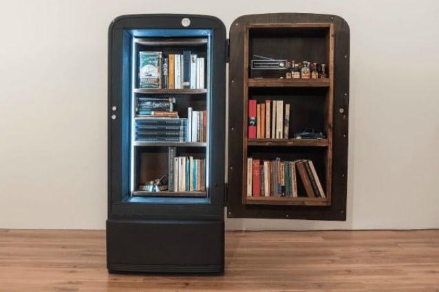 Credenza Con Frigo : Ecco come un vecchio frigo diventa unoriginale libreria col fai da te