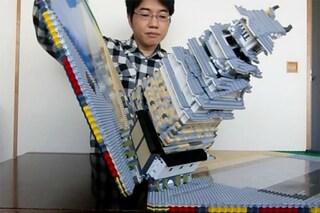 È un mistero come funziona: ecco il primo libro apribile fatto di LEGO