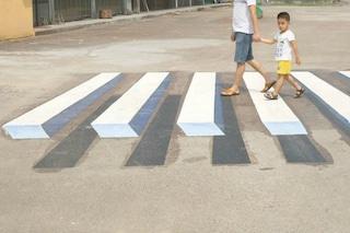 India: le strisce pedonali diventano 3D per rallentare le auto in corsa