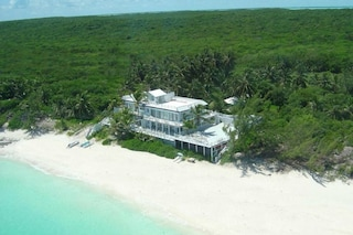 Le case dei VIP: dove vanno in vacanza le star dello showbusiness?