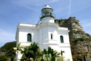 Ischia, assegnato il Faro di Punta Imperatore: da bene del Demanio a resort di lusso