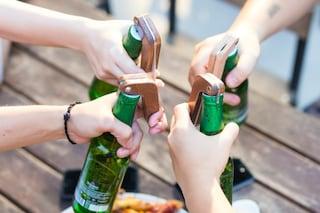 Con questo apribottiglie la birra si apre con una sola mano