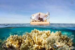 Airbnb da sogno: ecco come alloggiare nella casa galleggiante più bella del mondo