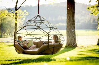 Né solo divano né solo altalena: Kodama Zome è l'arredo più desiderato dell'estate