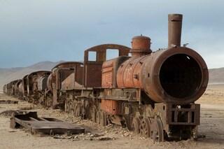 Bolivia, carrozze e vagoni abbandonati: ecco il cimitero dei treni più grande del mondo