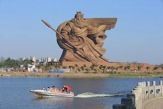 La Cina realizza una statua che spaventa tutti: ecco il gigantesco Dio della Guerra