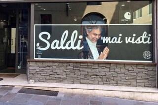 Saldi estivi: ecco le vetrine e le insegne più divertenti d'Italia