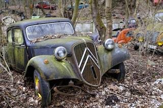 Raccoglie 50 vetture d'epoca e le abbandona: oggi è il cimitero di auto più caro al mondo