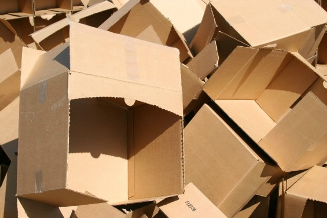 Scatole di cartone 11 idee creative per riutilizzarle in casa for Oggetti per la casa economici