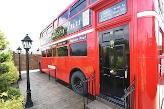 Trasformano un bus del 1960 in un hotel di lusso: il risultato è pazzesco