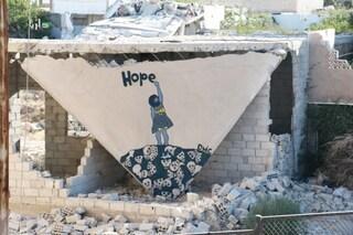 La storia del Banksy della Siria: combattente ribelle di giorno, artista di notte
