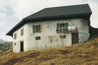 Svizzera, il caso dei falsi chalet che nascondono bunker militari