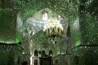 Shah Ceragh: all'interno della moschea iraniana che stupisce tutti per i suoi colori