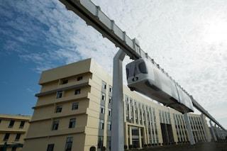 Cina, arriva la prima metropolitana sospesa del mondo che funziona a batteria