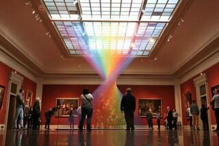 Sembra un arcobaleno ma si può toccare: l'installazione che incanta il mondo intero