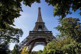 Parigi, la Tour Eiffel all'asta: si parte da 40.000 euro per 14 gradini di ferro