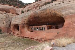 Vivere come i Flintstones: benvenuti nella Cliff Haven, la casa scavata nelle montagne