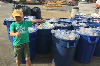 A 7 anni crea una società per riciclare rifiuti e raccoglie 10.000 dollari per il college