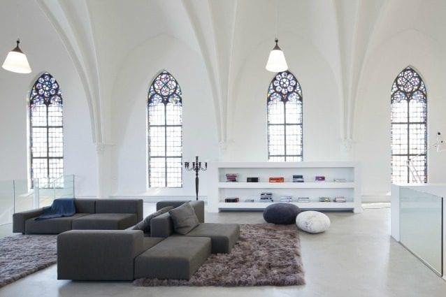 Da chiese a case moderne 10 esempi di incredibili for Case bianche moderne