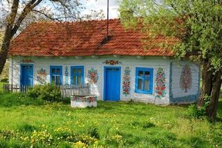 Alla scoperta di Zalipie, uno dei villaggi più colorati del mondo
