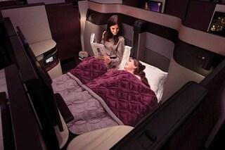 Rivoluzione sugli aerei: Qatar Airways lancia il letto matrimoniale in business class