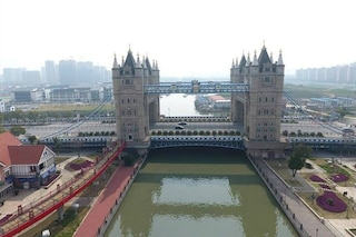È il Tower Bridge ma si trova in Cina!