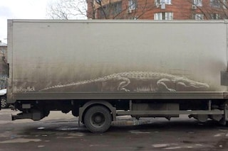 La nuova street art: sembrano veicoli vandalizzati ma sono opere d'arte su strada