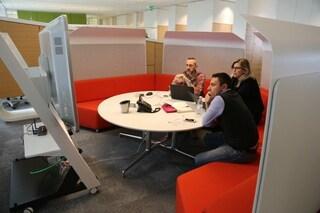 Uffici senza scrivanie e spazi flessibili: ecco la nuova sede BNL a Roma
