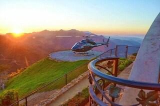 Dalla cima delle montagne al cuore della giungla: gli eliporti più estremi del mondo